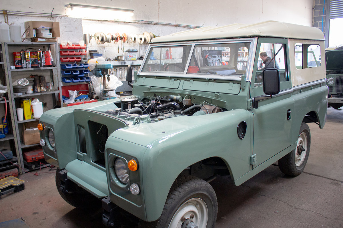 1974 Land Rover Series 3 2.25 petrol 6 Seater Restored! For Sale (picture 2 of 12)