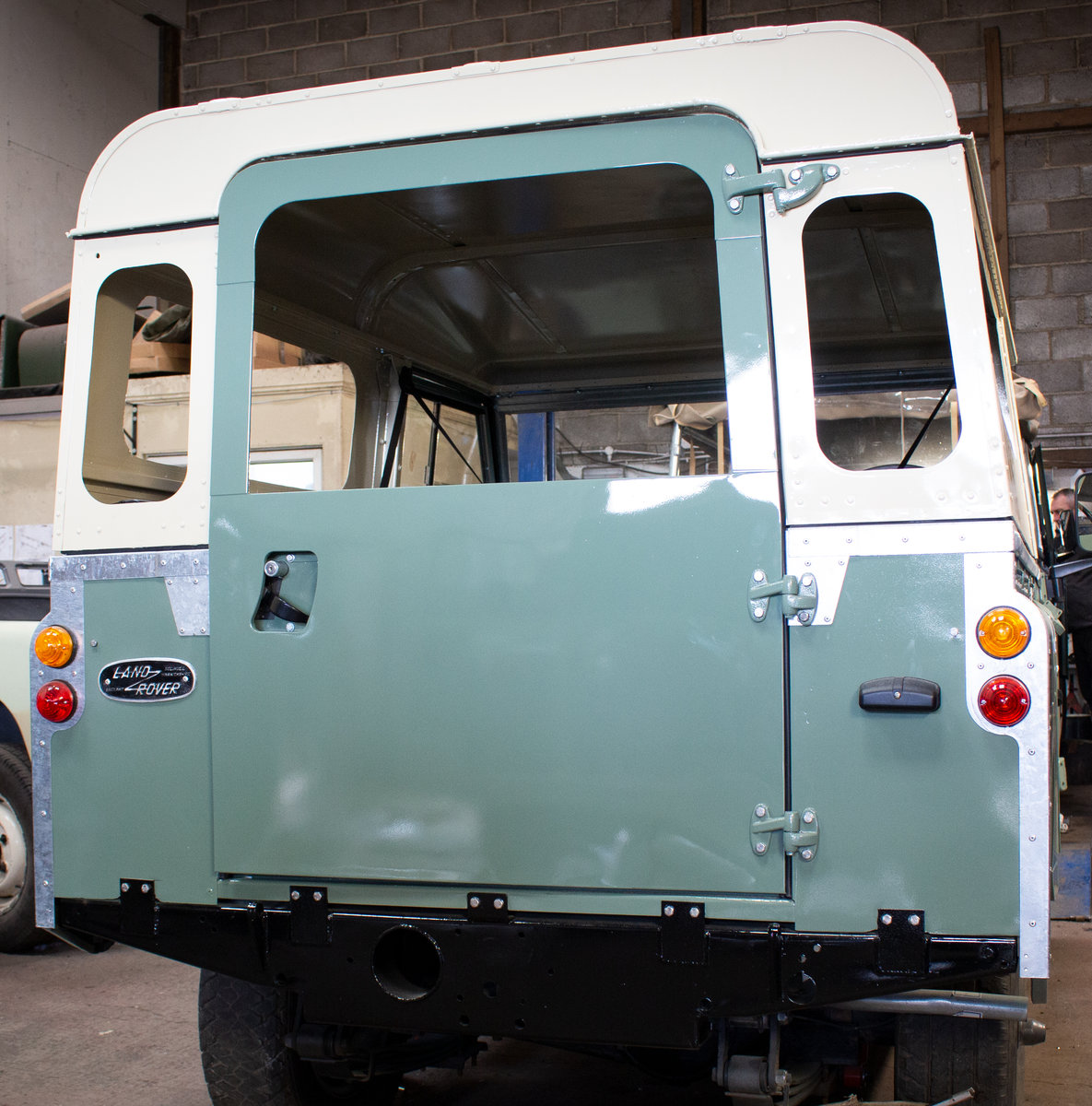 1974 Land Rover Series 3 2.25 petrol 6 Seater Restored! For Sale (picture 5 of 12)