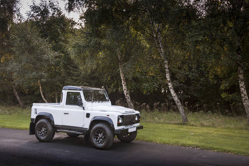 2016 Land Rover Defender 90 Pickup (VAT Qualifying) SOLD (picture 3 of 6)