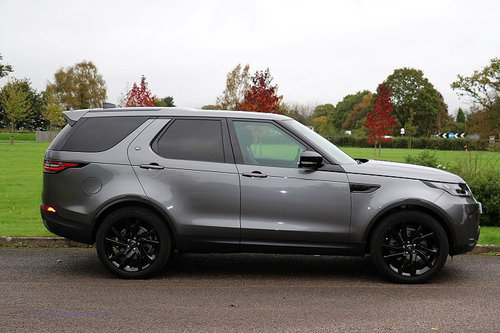2017 Land Rover Discovery TD6 HSE Luxury For Sale (picture 2 of 6)