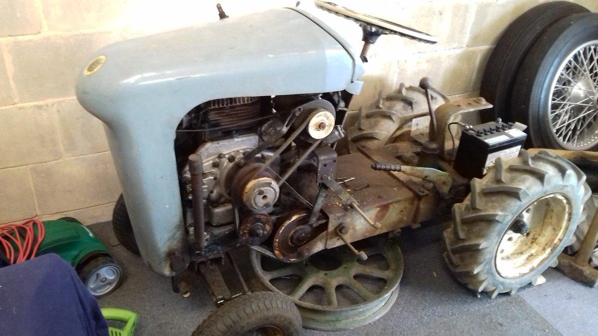 1963 unihorse mini tractor for restoration For Sale (picture 3 of 4)