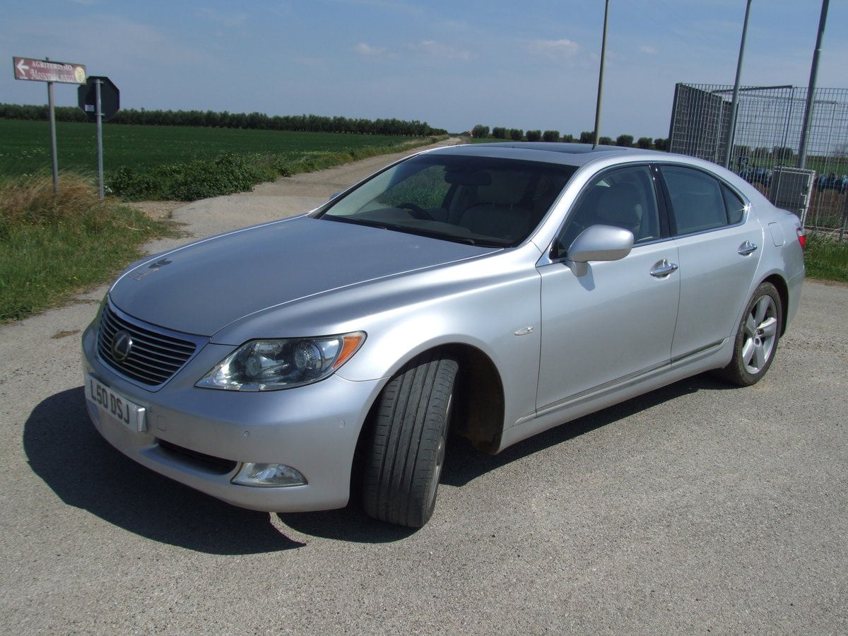 2007 Lexus LS460 SE. Stunning Flagship Model. For Sale (picture 1 of 6)