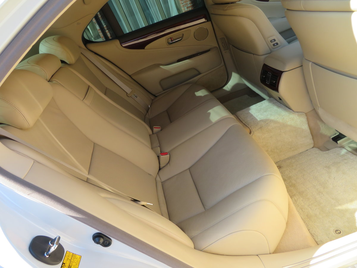 LEXUS LS 460I AUTO 2006 - COVERED 19K MILES /32K KLM 1 OWNER For Sale (picture 3 of 12)