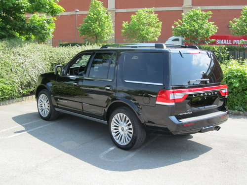 2017 Navigator Reserve 3.5L Ecoboost 4x4 SOLD (picture 2 of 6)