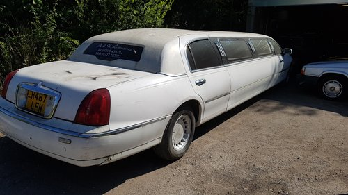 1998 Spares or repair Lhd  limousine crown lincoln For Sale (picture 2 of 6)