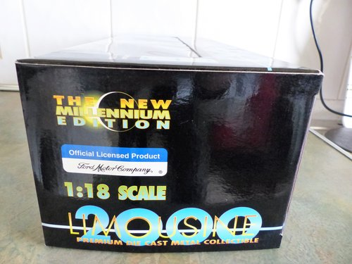 SUN STAR 1:18 SCALE LINCOLN LIMOUSINE MINT BOXED For Sale (picture 5 of 6)