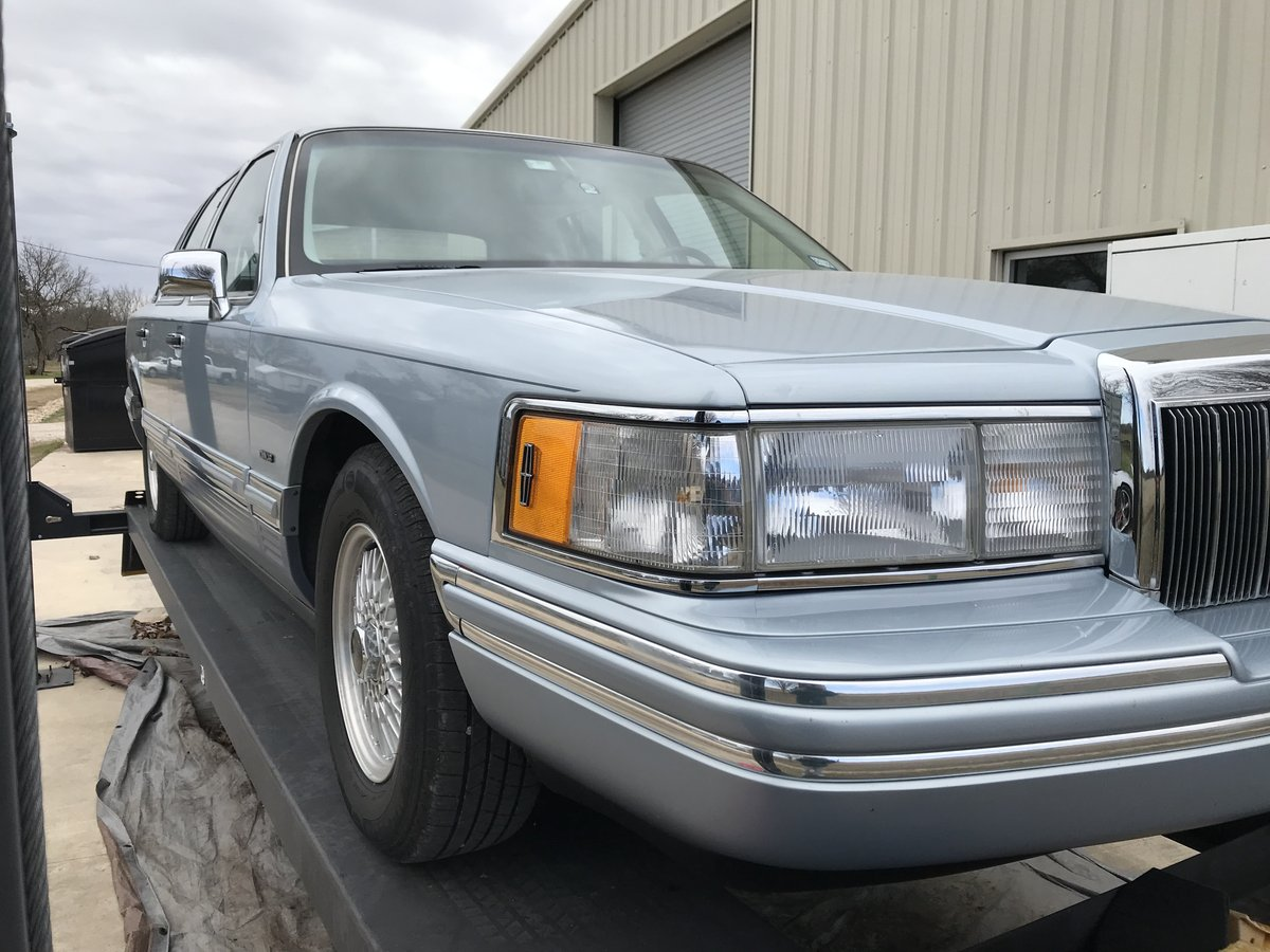 1992 TOWN CAR SIGNATURE SERIES 27K ACTUAL MILES CLEAN V8 RWD SOLD (picture 1 of 6)