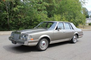 1987 Lincoln Continental - Lot 944 For Sale by Auction