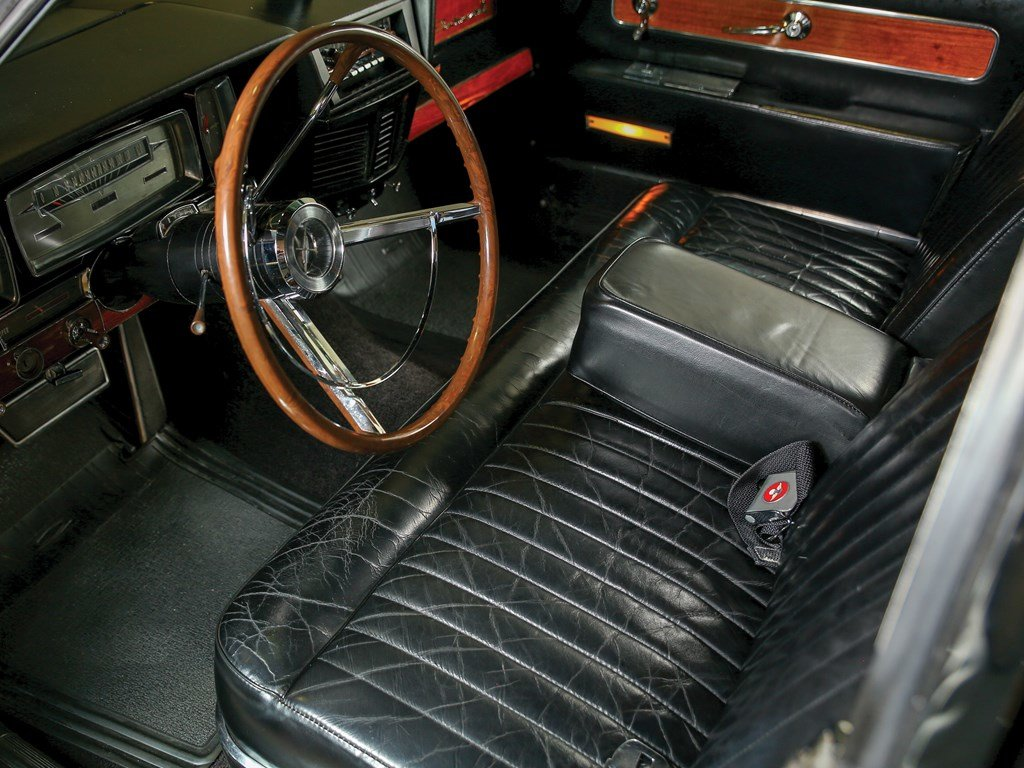 1962 Lincoln Continental Sedan  For Sale by Auction (picture 4 of 6)