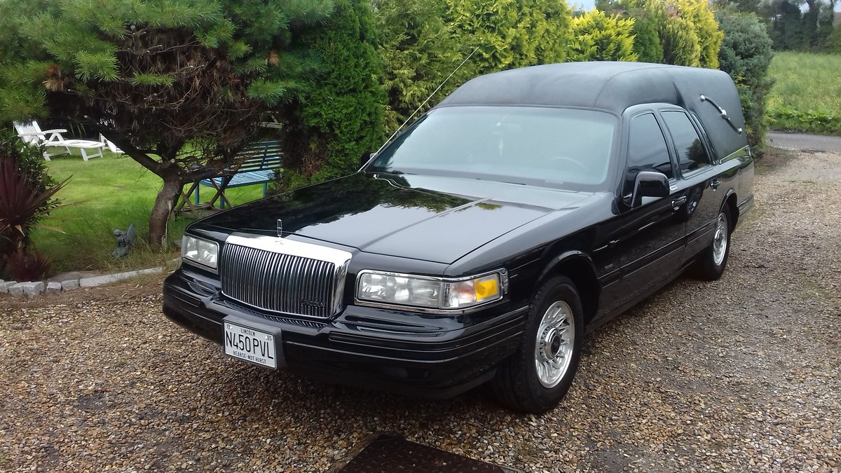 1995 Lincoln Towm Car Hearse   SOLD (picture 1 of 6)