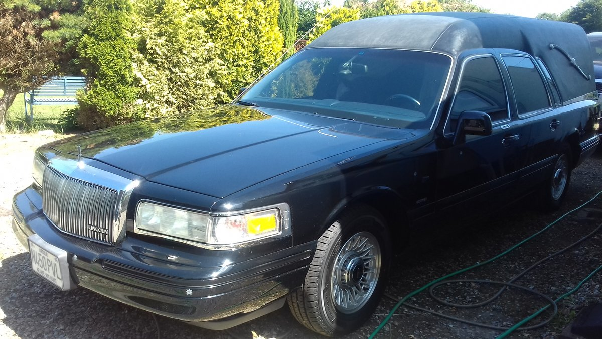 1995 Lincoln Towm Car Hearse   SOLD (picture 2 of 6)