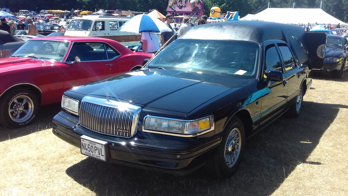 1995 Lincoln Towm Car Hearse   SOLD (picture 3 of 6)