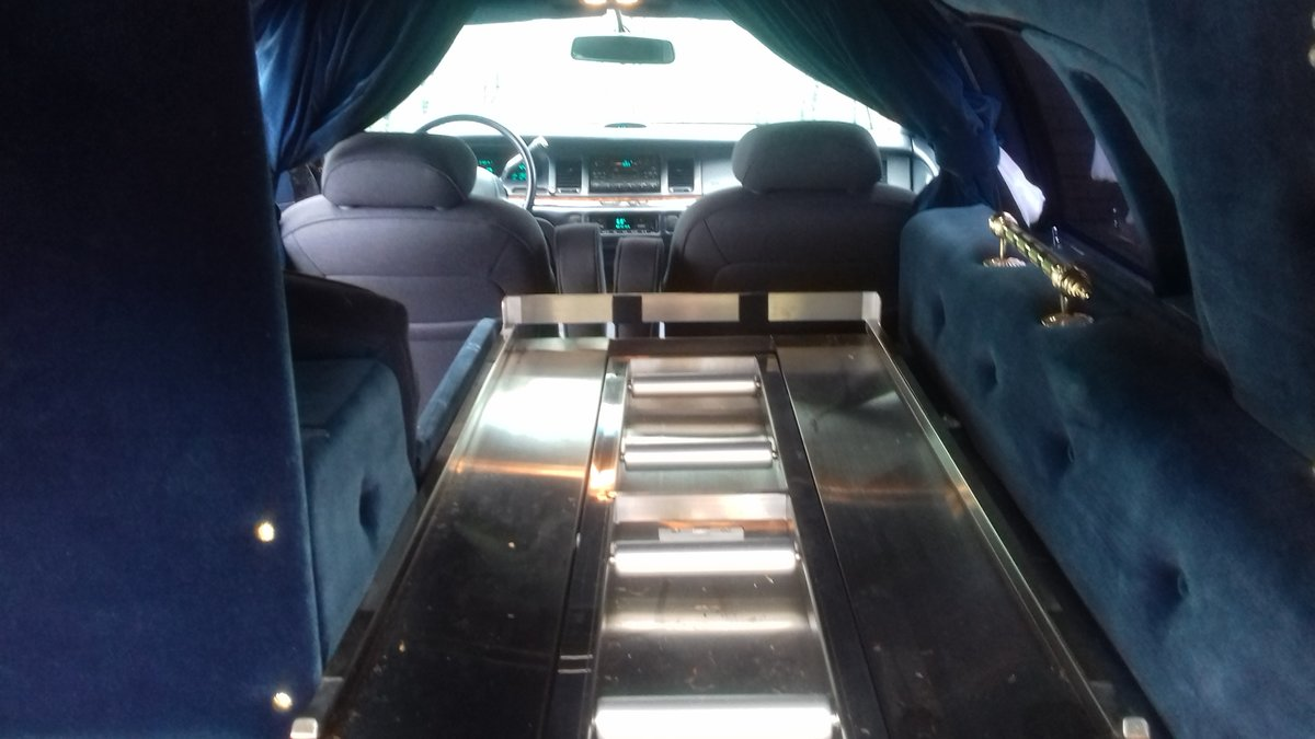 1995 Lincoln Towm Car Hearse   SOLD (picture 4 of 6)