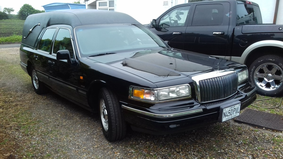 1995 Lincoln Towm Car Hearse   SOLD (picture 6 of 6)