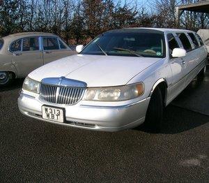 2000 Lincoln Town Car Limousine