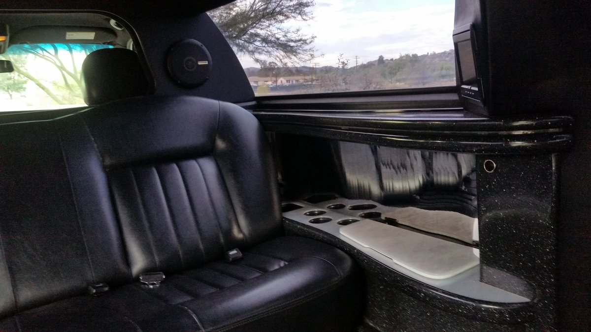 Lincoln Town car / Limousine. 2005 Executive series For Sale (picture 4 of 6)