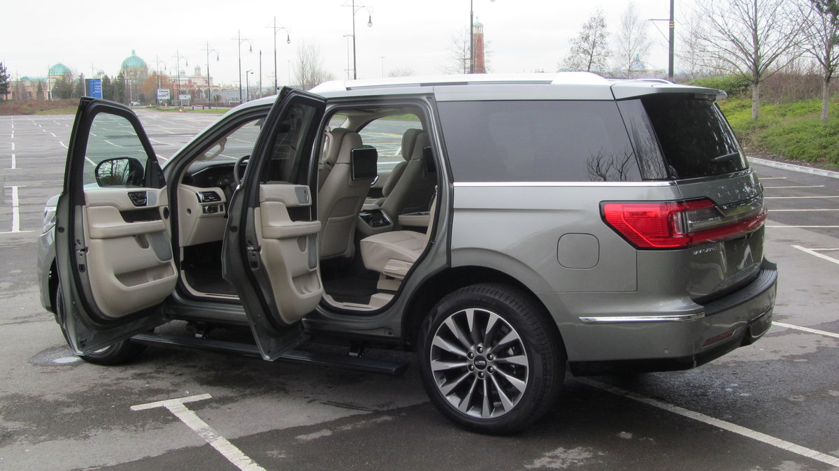 2019 ( 20 reg) Lincoln Navigator Reserve 3.5L Twin Turbo 4x4 For Sale (picture 2 of 6)