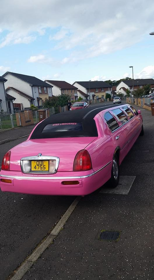 Beautiful pink Linciln Town Car 2000 For Sale (picture 6 of 6)
