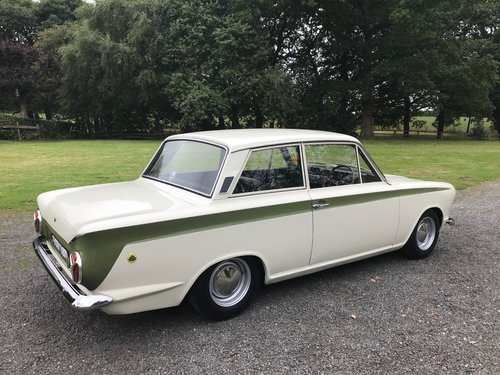1966 LOTUS CORTINA GREEN/WHITE GENUINE CAR SIMPLY STUNNING! SOLD (picture 2 of 6)