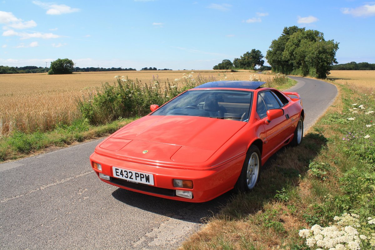 Lotus Esprit Turbo, 1988 (February).  Calypso Red / Raven SOLD (picture 3 of 6)