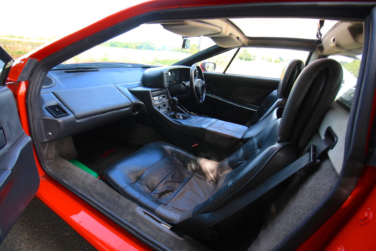 Lotus Esprit Turbo, 1988 (February).  Calypso Red / Raven SOLD (picture 4 of 6)