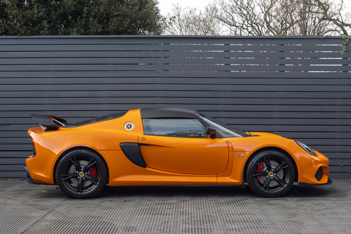 2020 ORANGE PAINTWORK WITH BLACK ALCANTARA INTERIOR For Sale (picture 2 of 24)