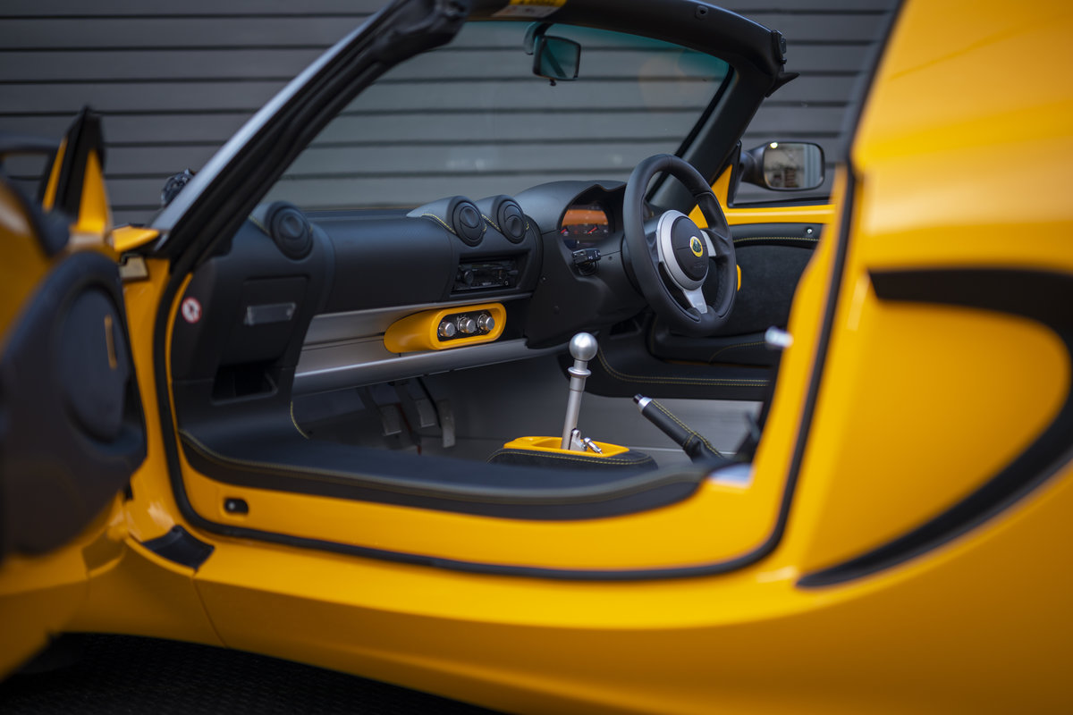 2020 YELLOW PAINTWORK WITH BLACK ALCANTARA INTERIOR For Sale (picture 10 of 24)