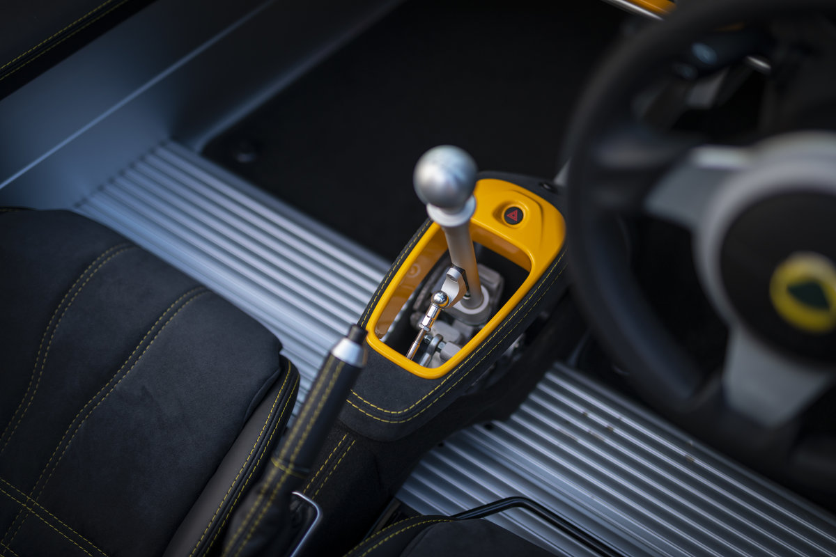 2020 YELLOW PAINTWORK WITH BLACK ALCANTARA INTERIOR For Sale (picture 15 of 24)