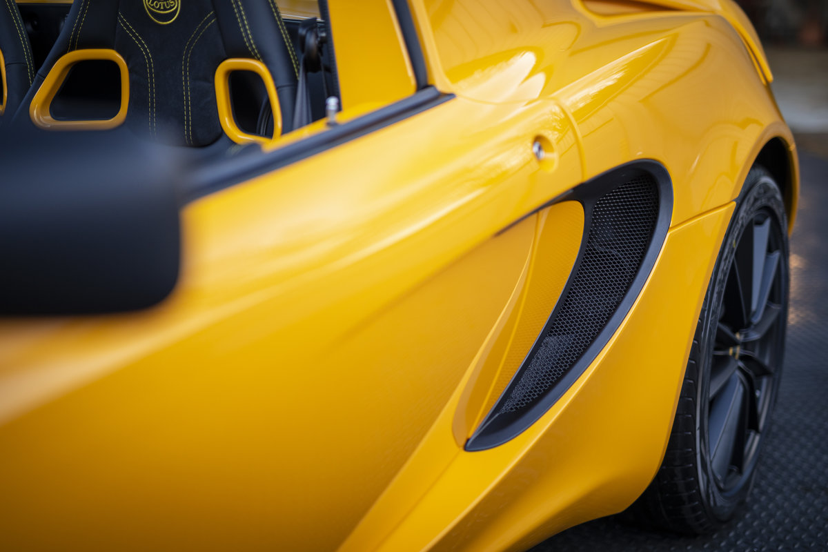 2020 YELLOW PAINTWORK WITH BLACK ALCANTARA INTERIOR For Sale (picture 21 of 24)