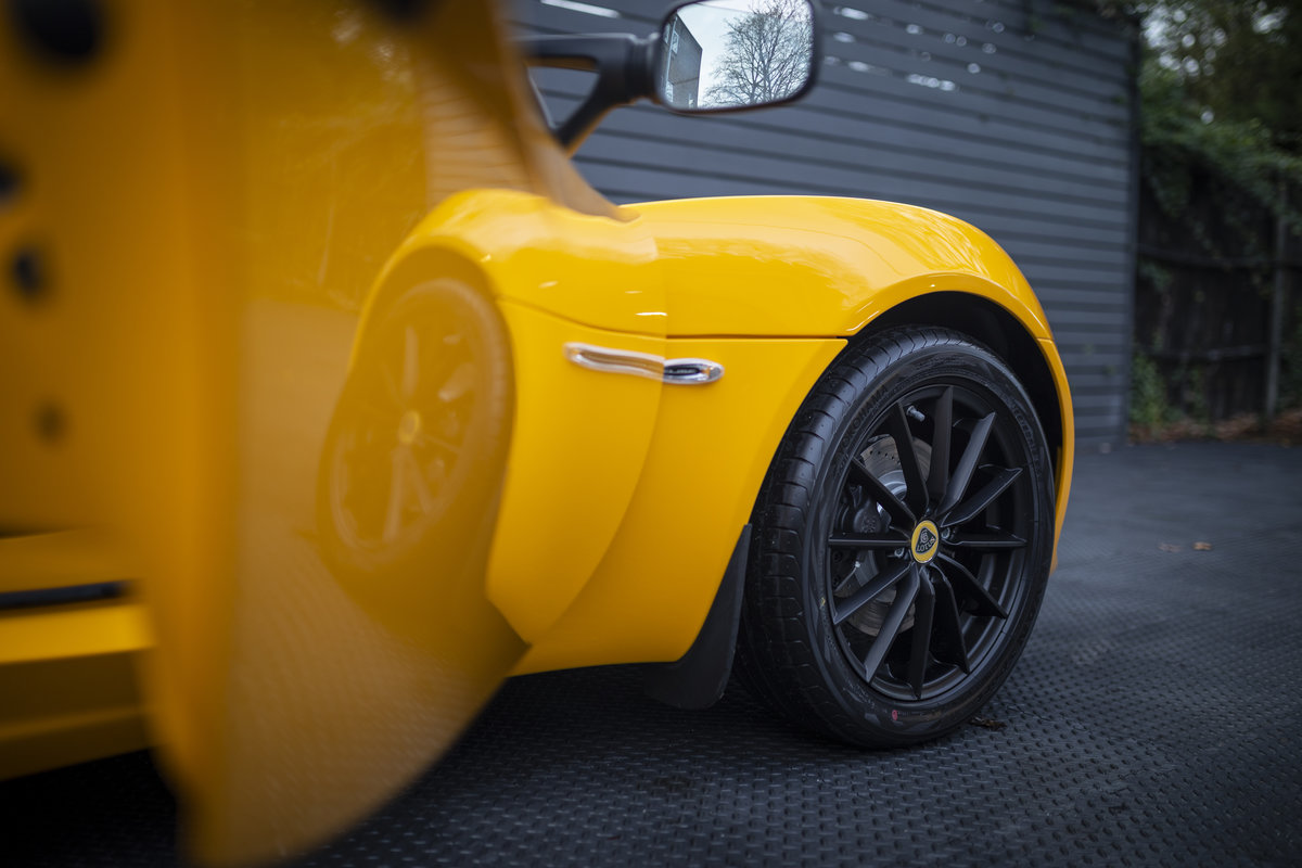 2020 YELLOW PAINTWORK WITH BLACK ALCANTARA INTERIOR For Sale (picture 24 of 24)