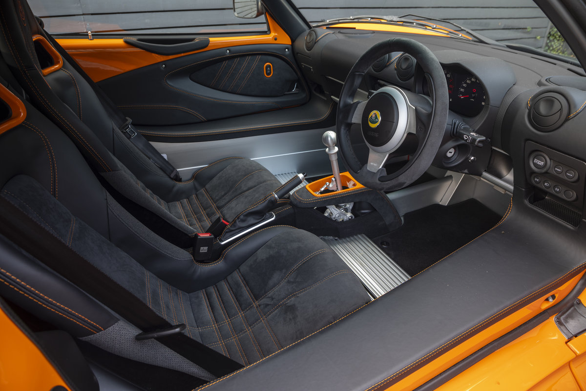 2020 ORANGE PAINTWORK WITH BLACK ALCANTARA INTERIOR For Sale (picture 8 of 24)