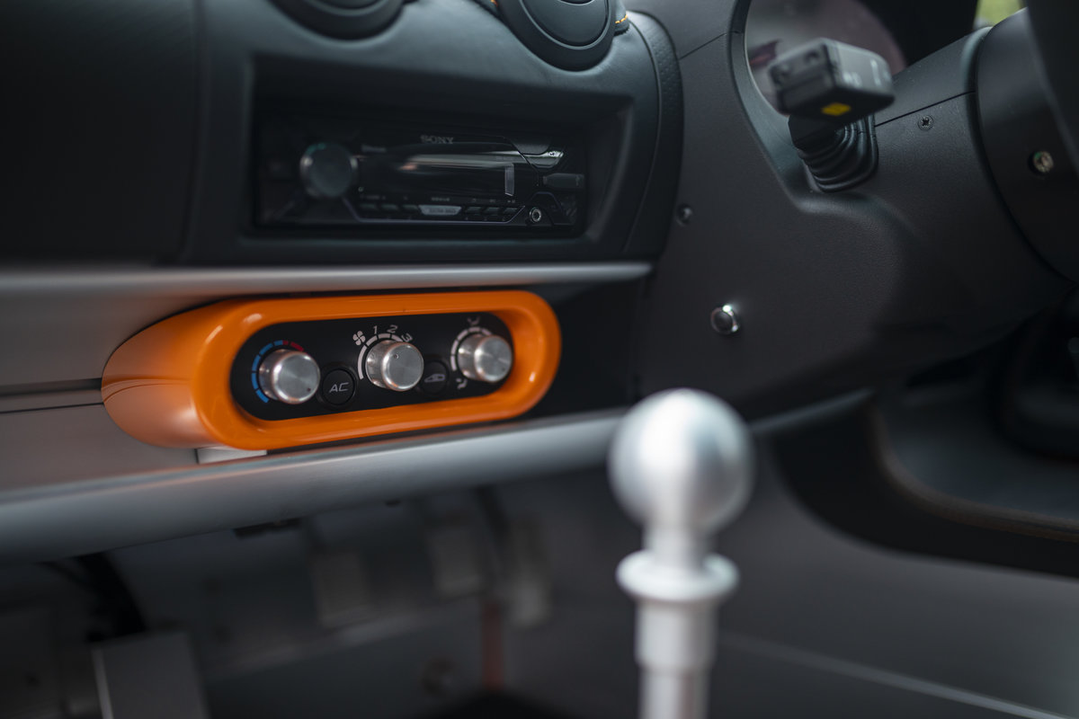 2020 ORANGE PAINTWORK WITH BLACK ALCANTARA INTERIOR For Sale (picture 11 of 24)