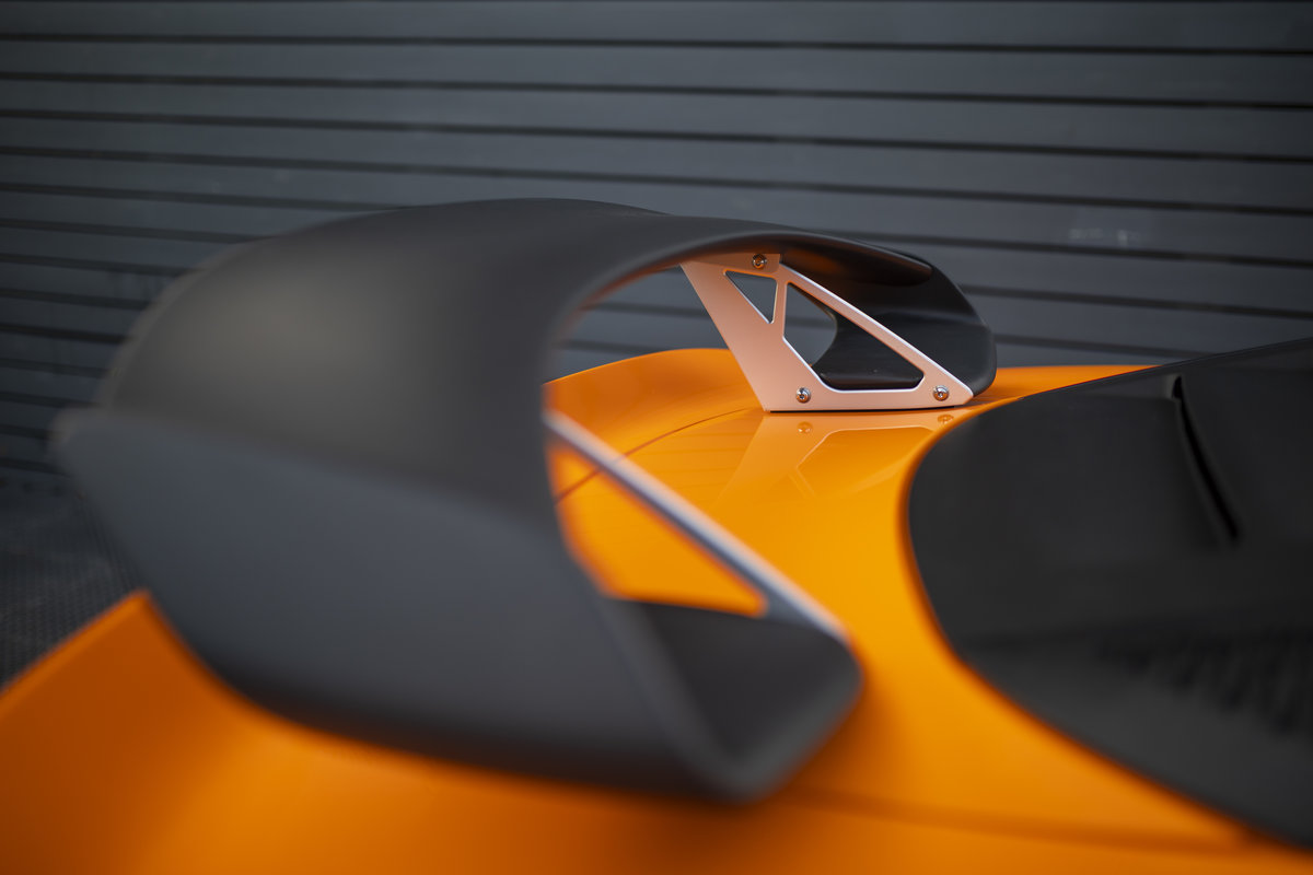 2020 ORANGE PAINTWORK WITH BLACK ALCANTARA INTERIOR For Sale (picture 14 of 24)