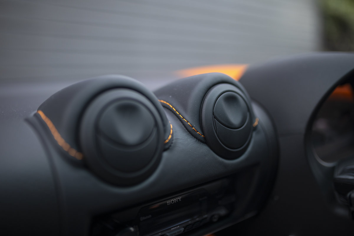 2020 ORANGE PAINTWORK WITH BLACK ALCANTARA INTERIOR For Sale (picture 17 of 24)