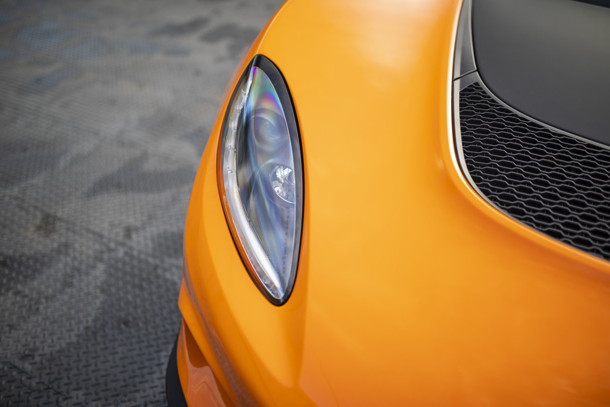 2020 ORANGE PAINTWORK WITH BLACK ALCANTARA INTERIOR For Sale (picture 19 of 24)
