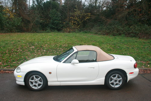 1998 Mazda Roadster 1.8i 6 Speed.. Rare VS Spec.. Immaculate SOLD (picture 1 of 4)