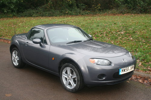 Mazda MX-5 Roadster.. Low Miles.. FSH.. Electric Hard Top SOLD (picture 2 of 6)