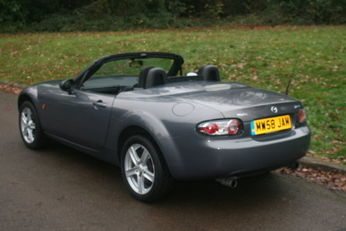 Mazda MX-5 Roadster.. Low Miles.. FSH.. Electric Hard Top SOLD (picture 5 of 6)
