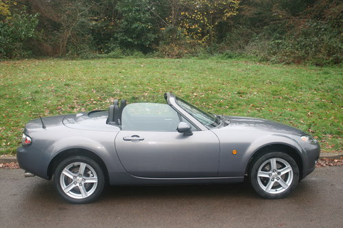 Mazda MX-5 Roadster.. Low Miles.. FSH.. Electric Hard Top SOLD (picture 6 of 6)