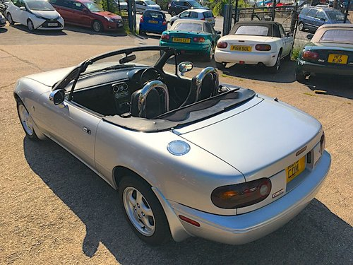 1995 Mazda Eunos Roadster Mk1 1.8 in Silver Stone For Sale (picture 2 of 6)
