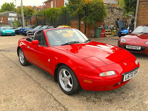 1994 Mazda Eunos Mk1 1.8 in Classic Red For Sale (picture 1 of 6)