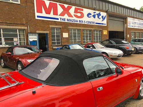 1994 Mazda Eunos Mk1 1.8 in Classic Red For Sale (picture 3 of 6)