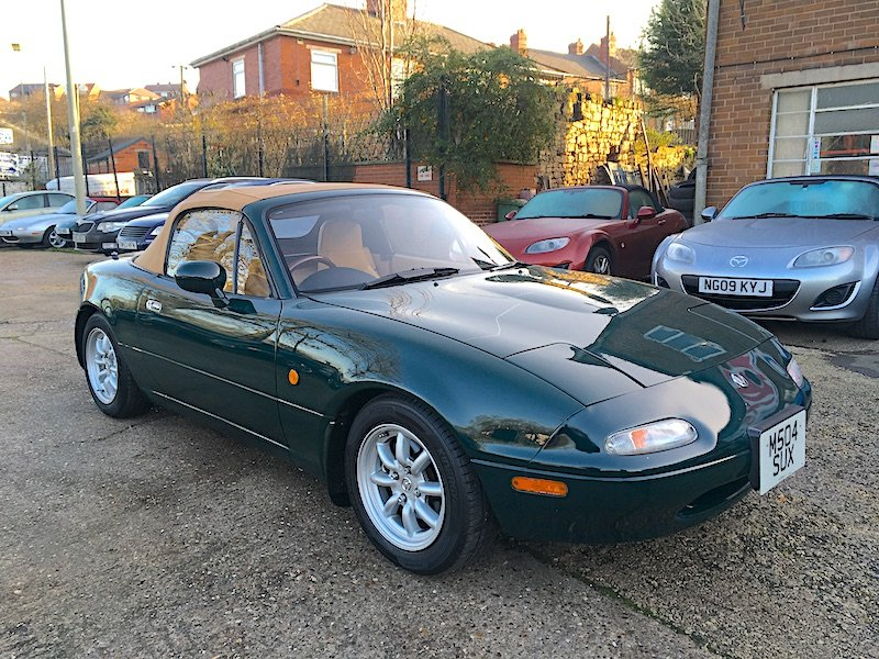 1995 Mazda Eunos Mk1 1.8 V-Spec Roadster in Neo Green For Sale (picture 2 of 6)