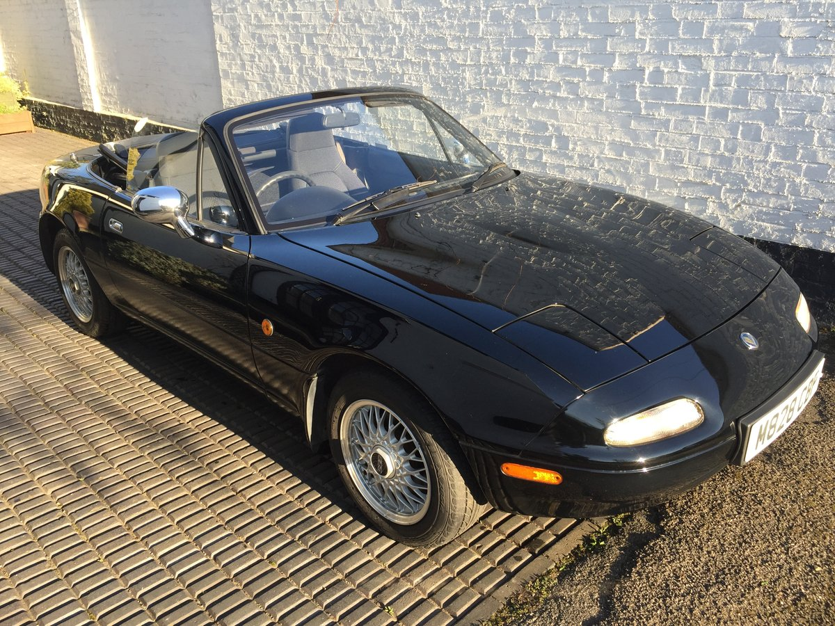1995 MX5 Eunos 1.8 automatic - black & black For Sale (picture 3 of 6)
