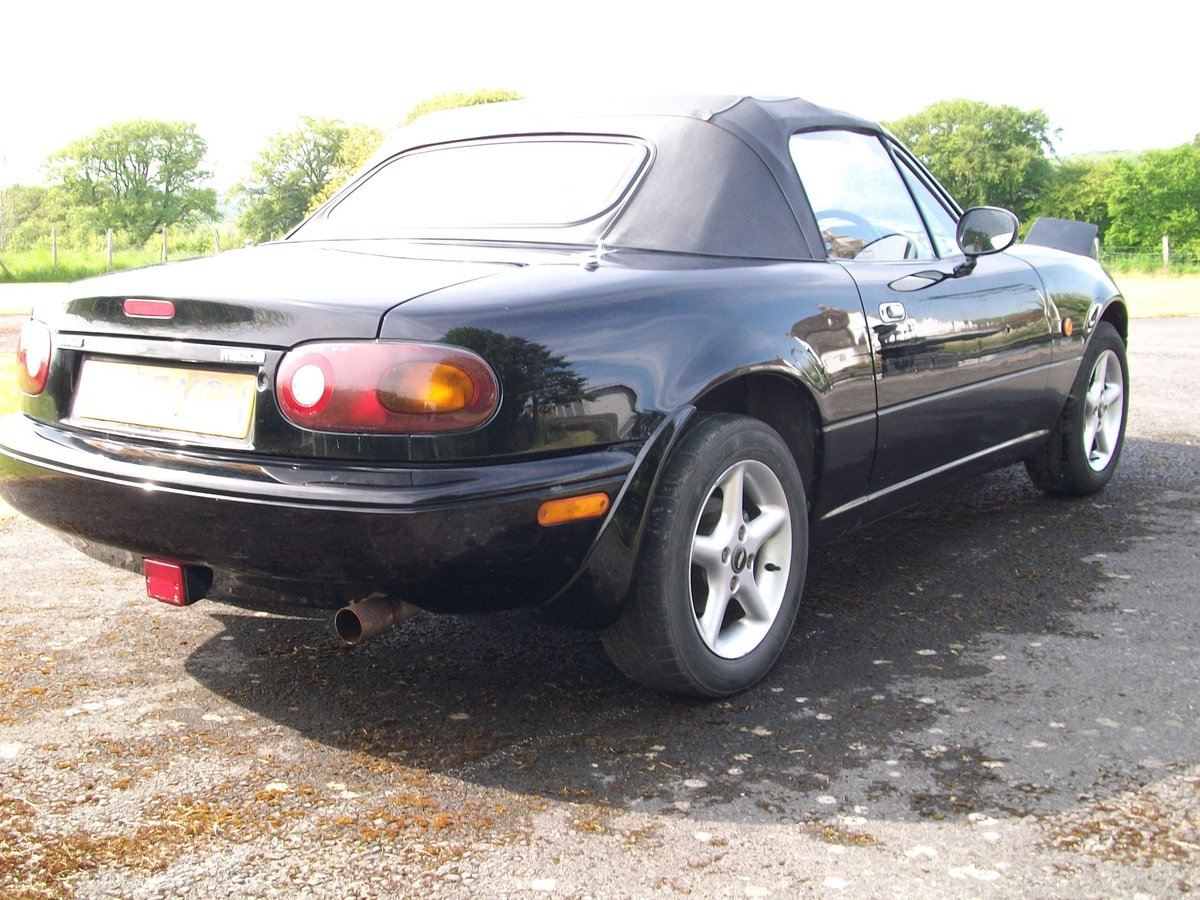 Mazda MX5 1.6 1997	 Leather seats		£1,100 SOLD (picture 3 of 6)