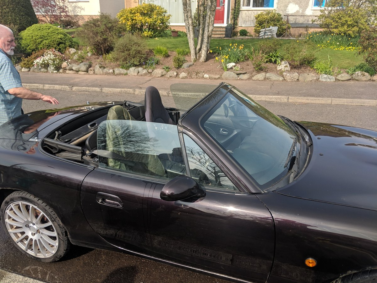 2004 MX-5 MK2 1.8 with Hard top For Sale (picture 3 of 5)
