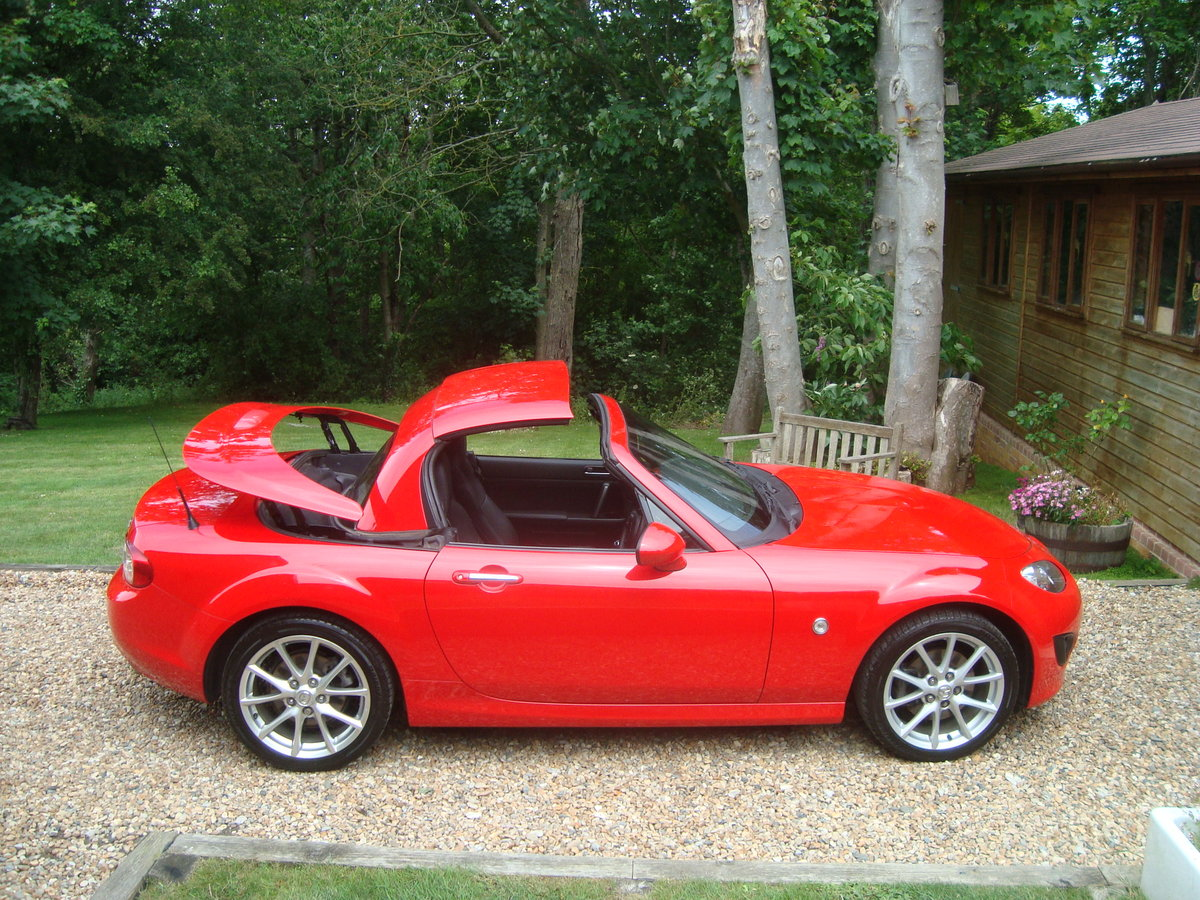2010 Mazda MX5 2.0 Sport Tech Roadster Coupe For Sale (picture 1 of 6)