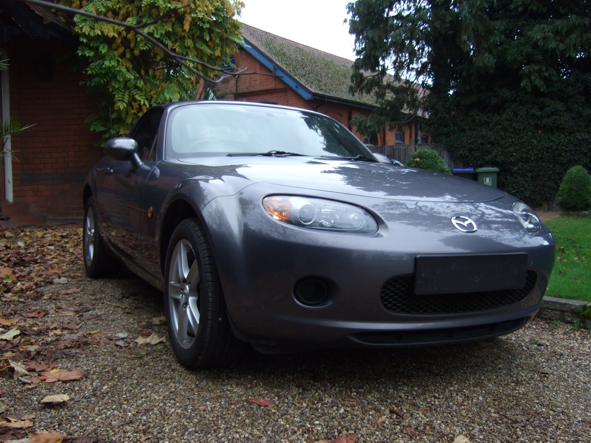 2006 Mazda MX 5 finished in galaxy grey. For Sale (picture 1 of 6)