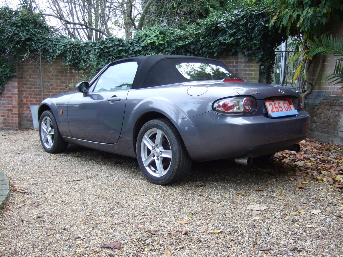 2006 Mazda MX 5 finished in galaxy grey. For Sale (picture 2 of 6)