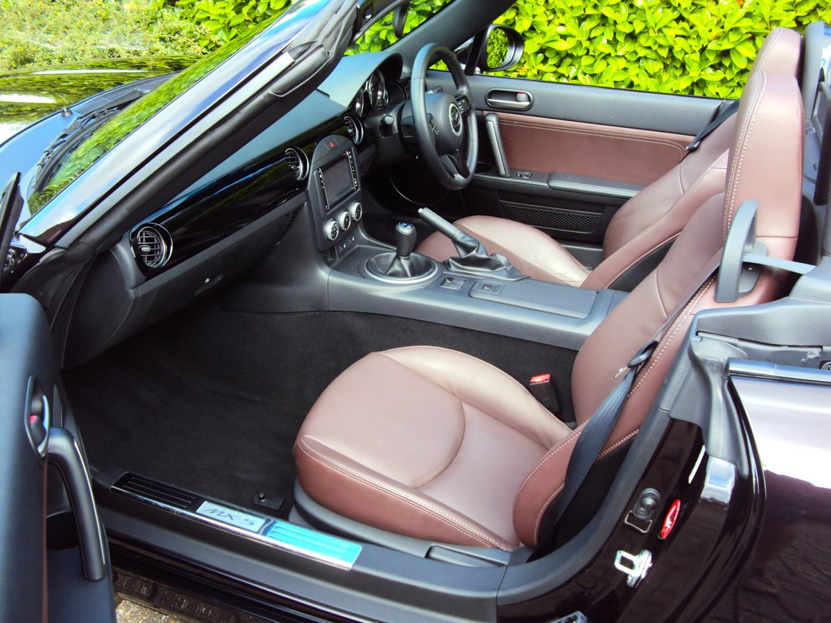 2012 A STUNNING Low Mileage Mazda MX-5 with ONLY 13,000 MILES FSH For Sale (picture 5 of 6)